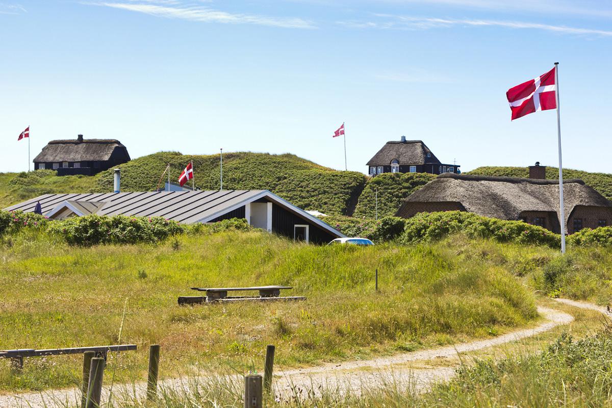 Danmark flaggor © danefromspain/iStock