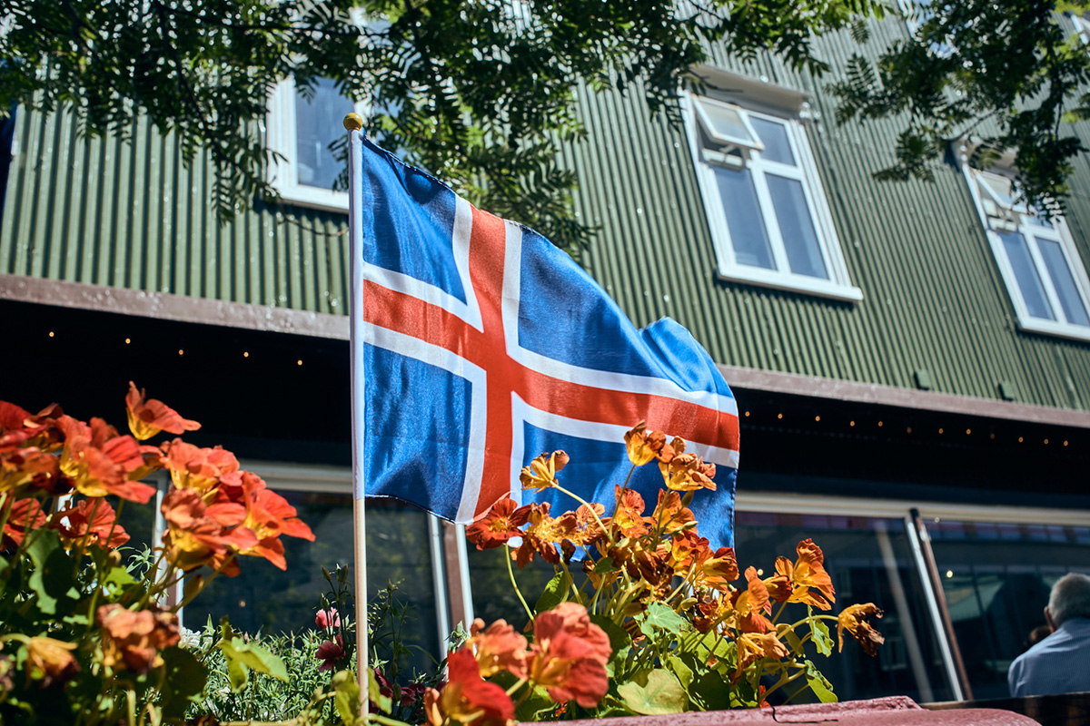 Islands flagga © Olivier Toussaint/iStock